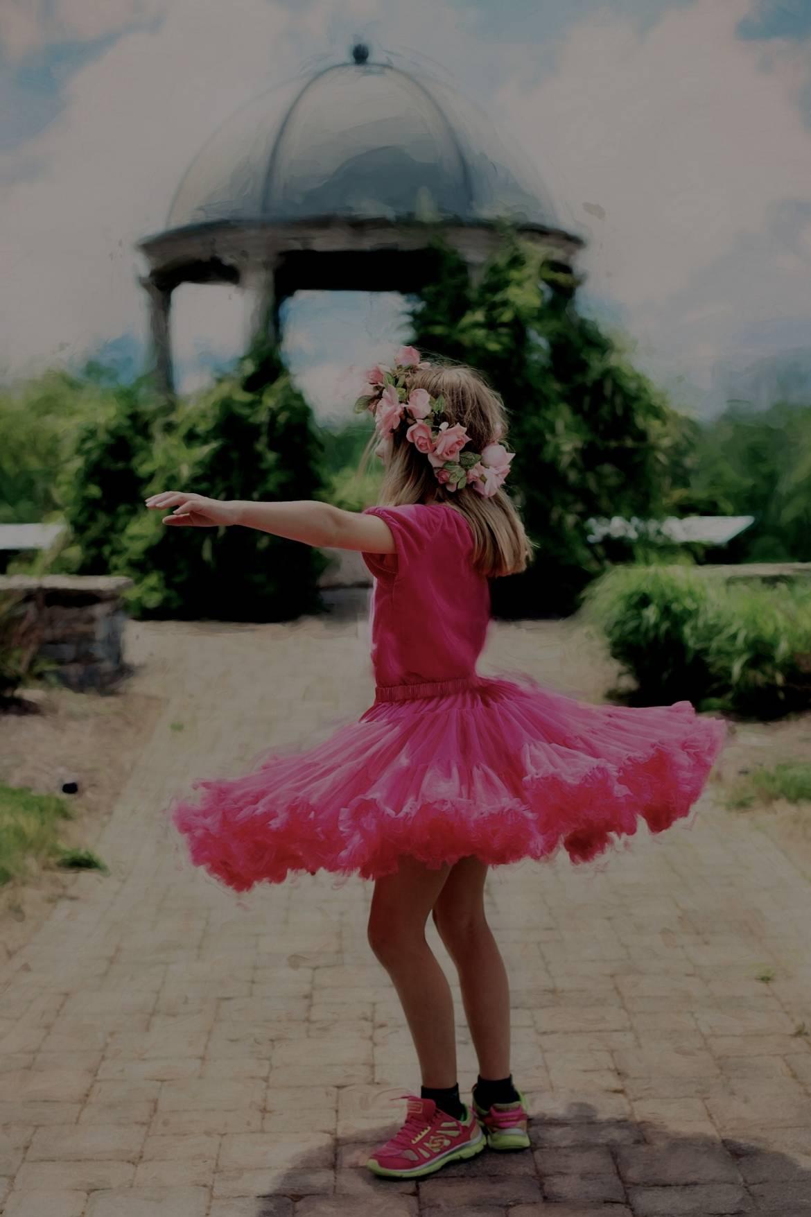 little-girl-twirling-773023_1920-1.jpg